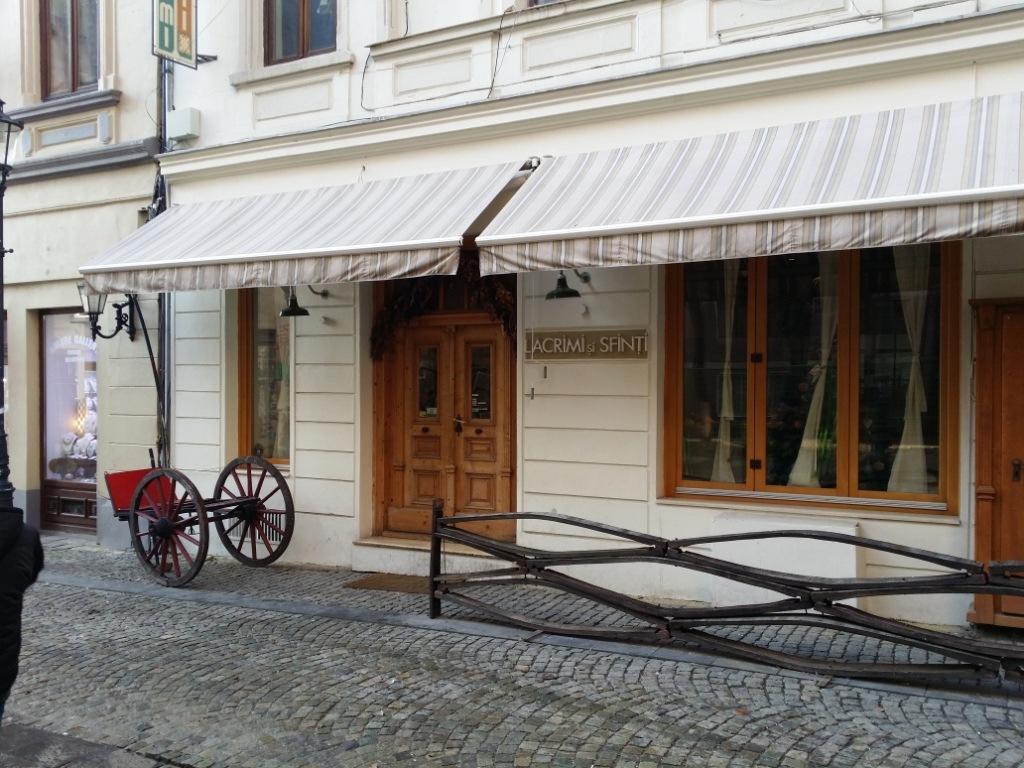 Restaurant Mircea Dinescu in Centrul Istoric – Lacrimi si Sfinti – Bucuresti