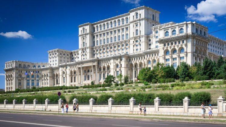 palatul-parlamentului-omofon-750×422